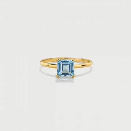 Sky Blue Topaz Ring in 14K Yellow Gold-AlmaDiPietra