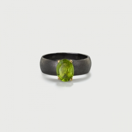 Peridot on 14K Gold Head and Textured Matte Finish Black Silver 925 Band Ring-AlmaDiPietra