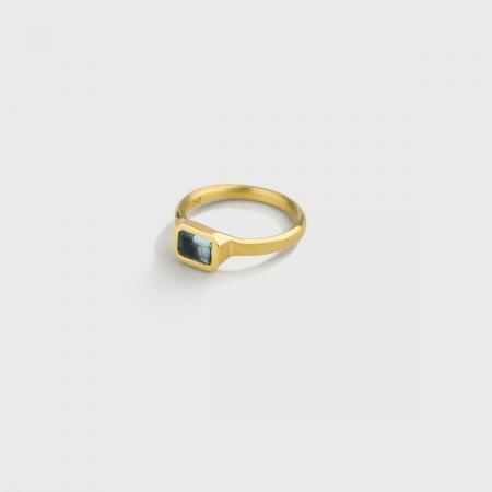 Rectangular Cushion Aquamarine Ring in 18K Yellow Gold-AlmaDiPietra