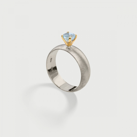 Sky Blue Topaz on 14K Gold Head and Textured Silver 925 Band Ring-AlmaDiPietra